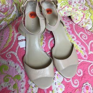 Nine West 9.5 bone or cream colored heels NWT